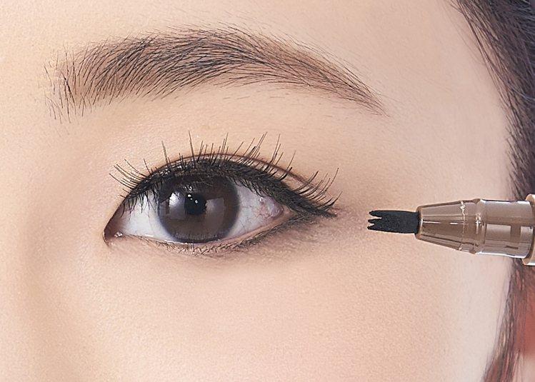 heme眼技派心機眼線筆-濃棕的專利三叉筆尖,輕點兩三下即可用蓋章方式輕鬆畫好眼...