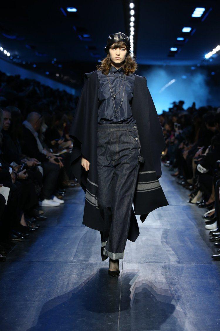 丹寧與貝蕾帽,Dior秋冬系列傳遞美好的復古情調。圖/Dior提供