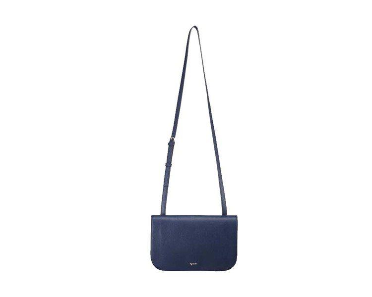 Sophie海軍藍肩背包,13,980元。圖/agnès b.提供