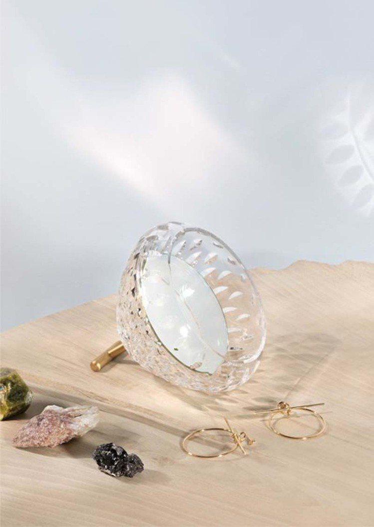 Folia系列水晶鏡子,3萬3,400元。圖/聖路易Saint-Louis提供