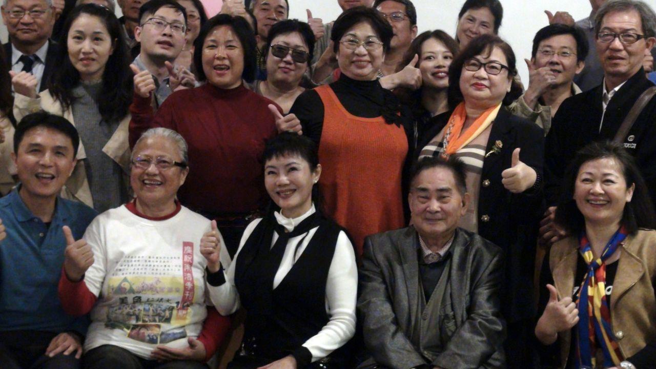 「迴旋夢裡的女人」許曉丹(前排左3)應邀到高雄市性健康協會發表「性 、色情 、藝...