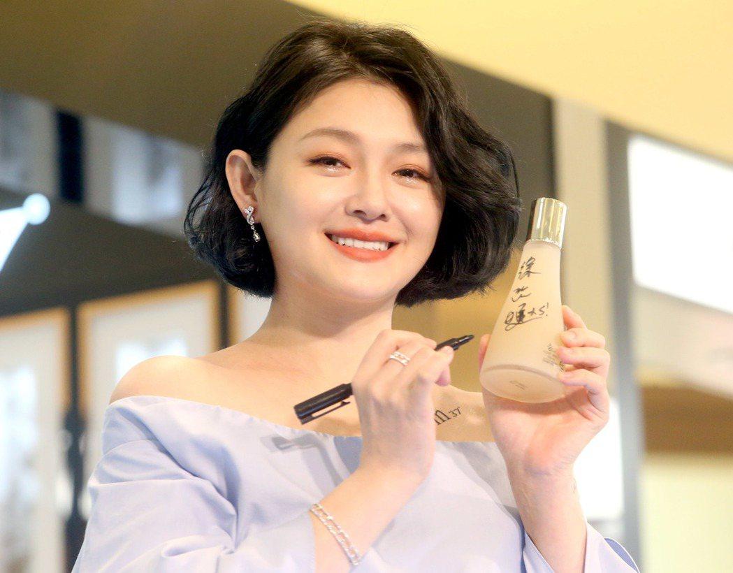 大S 5日以俏麗短髮造型,出席保養品活動。記者屠惠剛/攝影