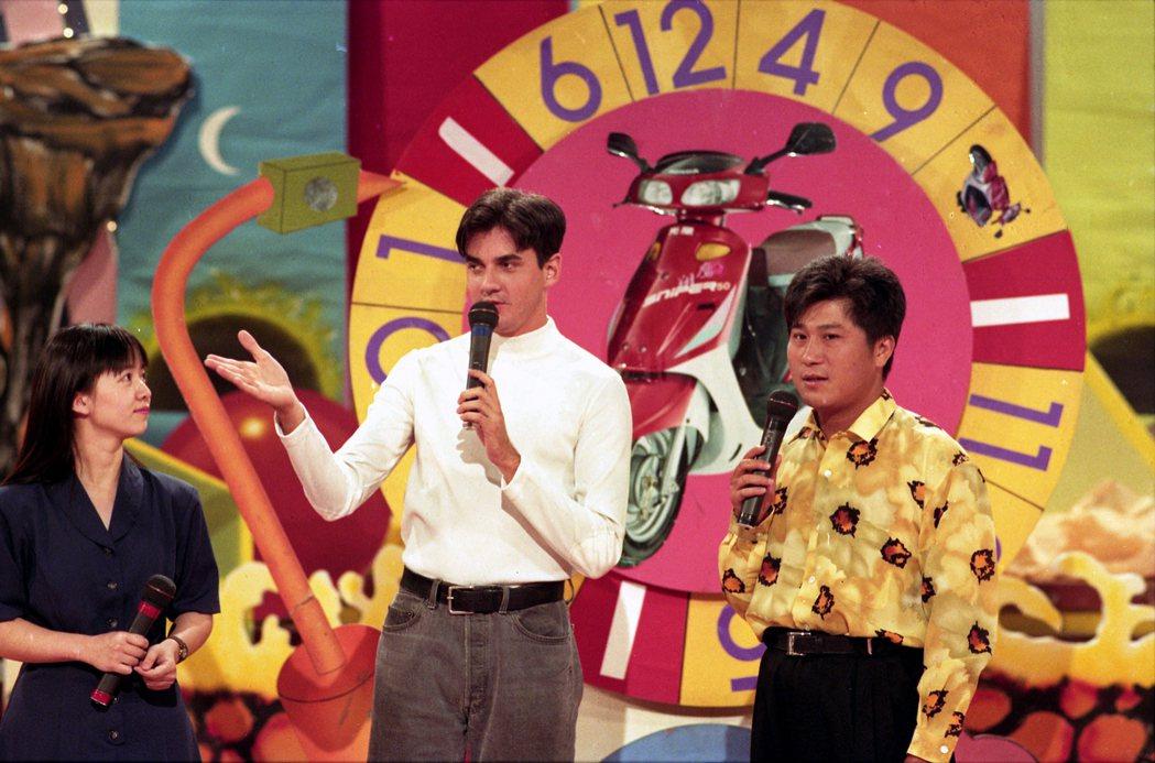 湯米佩吉(中)1992年曾來台參加胡瓜主持的「「金曲龍虎榜」錄影。本報資料照片