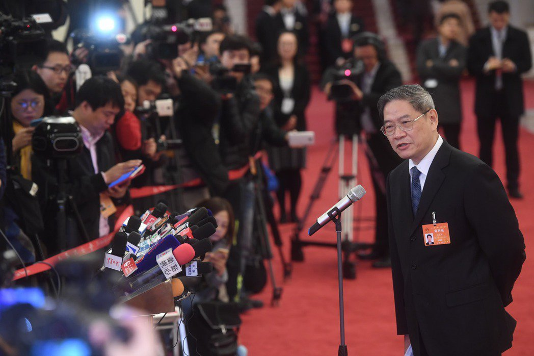 大陸國台辦主任張志軍上午在北京人民大會堂開幕前,接受記者採訪,強調要為台灣同胞尤...