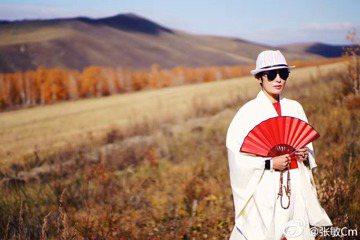 今年49歲的香港女星張敏,受邀為某商場拍攝廣告,被爆復出消息,息影14年的她,2013年與前經紀人劉永輝結婚,近期遭爆料,兩人已閃離,因婚姻出問題、生意觸礁,張敏因而決定復出。據香港媒體報導,張敏離...