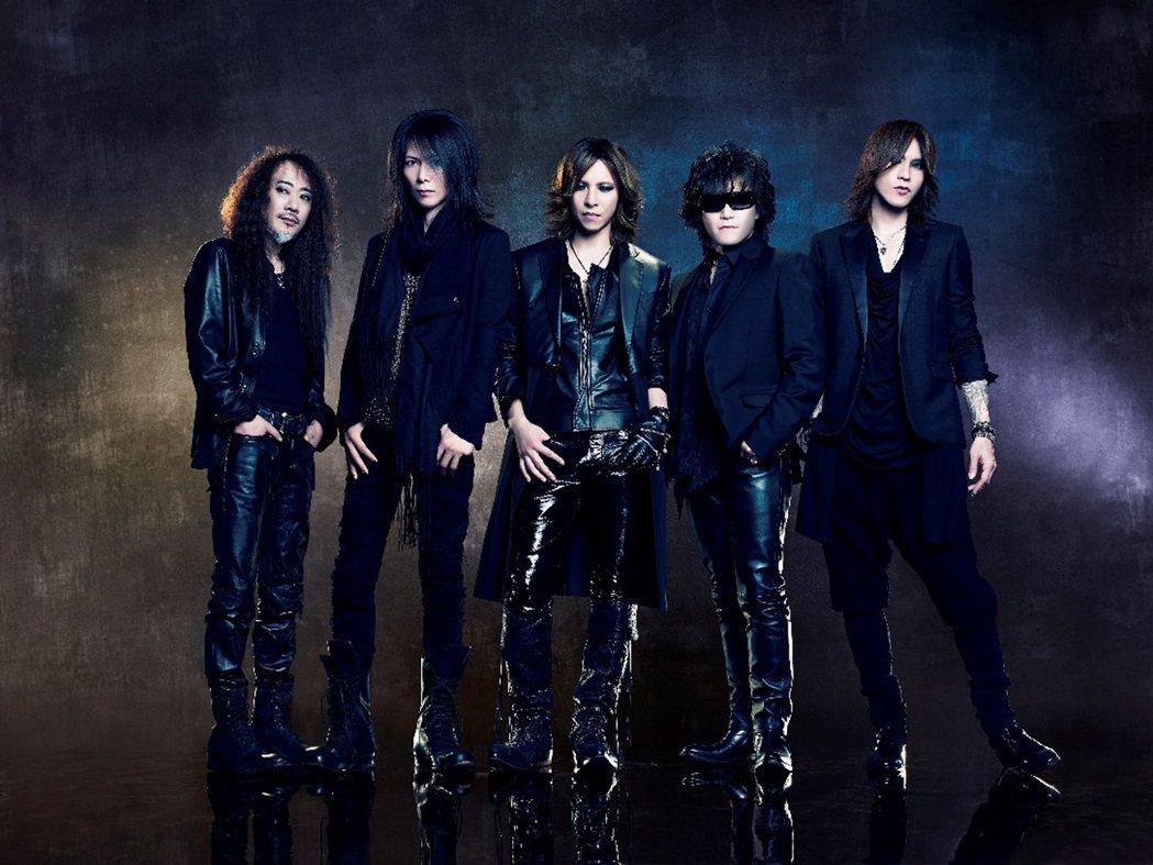 90年代轟動亞洲樂壇的日本傳奇視覺系搖滾樂團X JAPAN,再度以音樂和電影進軍...
