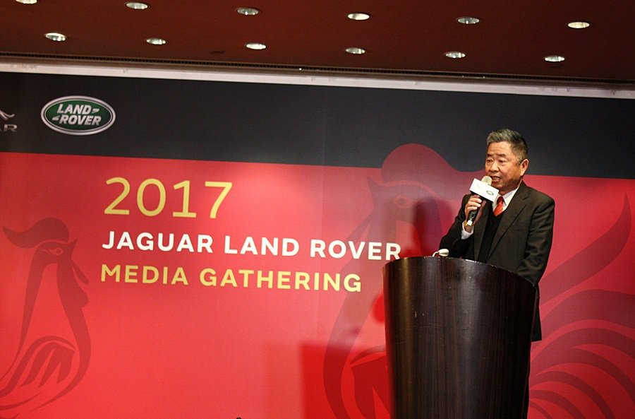 Jaguar Land Rover台灣總代理九和汽車總經理陳貽彬說明今年展望,以...