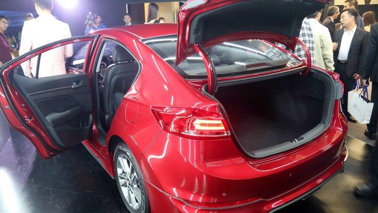 SUPER ELANTRA 2.0汽油菁英款搭配動力套件。 記者史榮恩/攝影