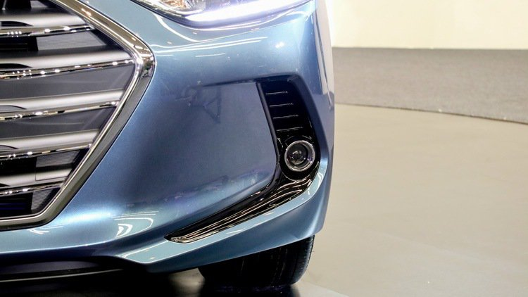SUPER ELANTRA 2.0汽油菁英款投放式前霧燈。 記者史榮恩/攝影