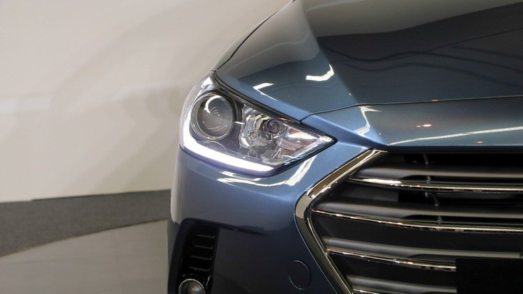SUPER ELANTRA 2.0汽油菁英款頭燈。 記者史榮恩/攝影
