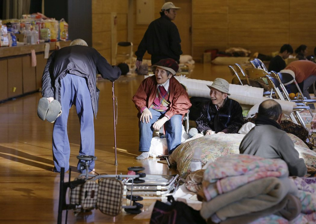 所謂的「歸宅困難者」,是遭遇地震等災害後由於交通癱瘓、或房屋建築毀壞等原因,使得...