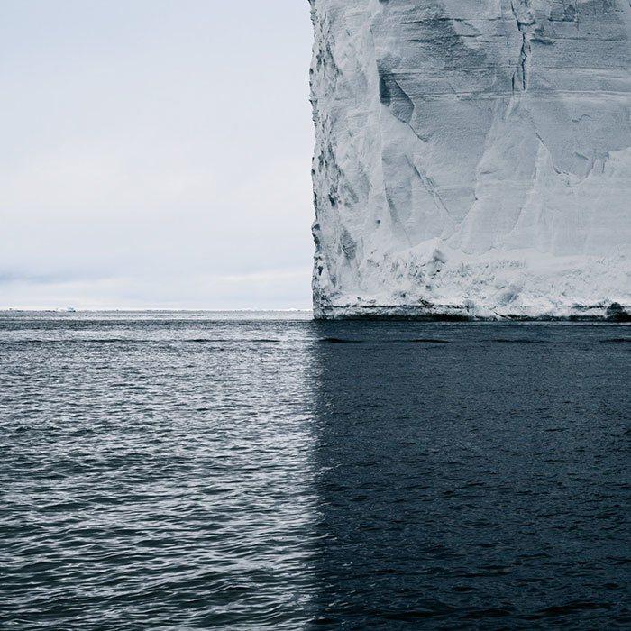加拿大攝影師David Burdeny在南極威德爾海所拍攝的冰山照片。圖翻攝自B...