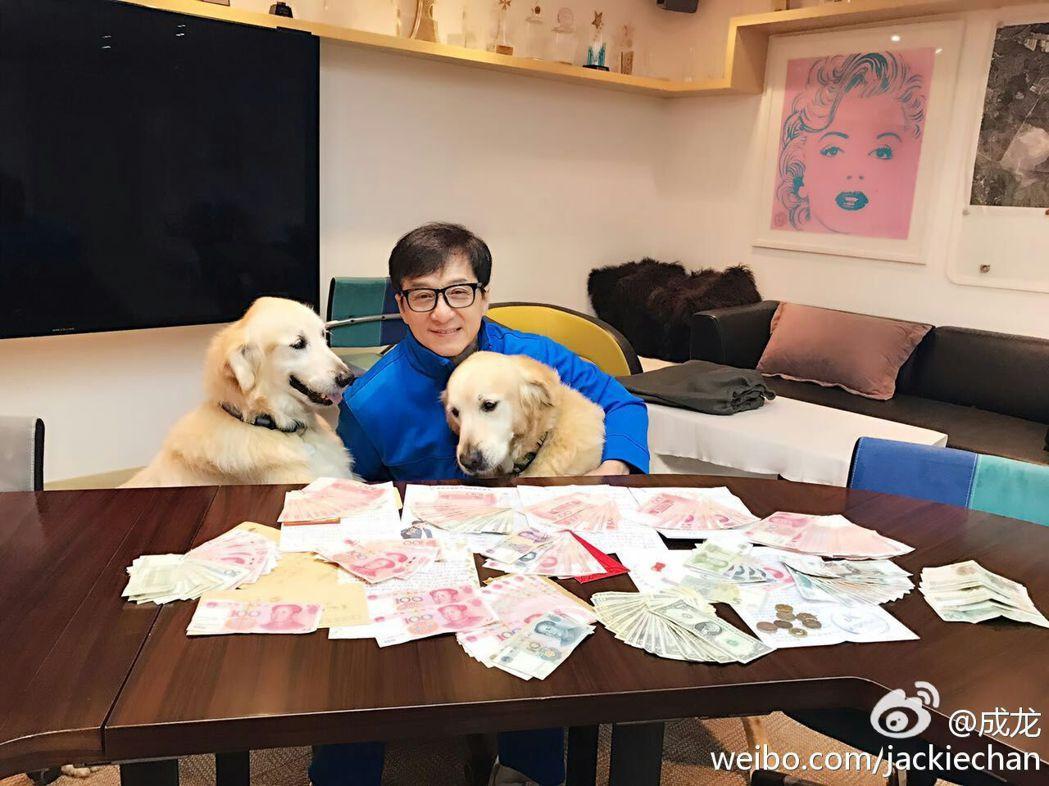 針對日前有傳言指稱北京當局將增加進口電影配額,動作片巨星成龍認為,開放中國大陸嚴