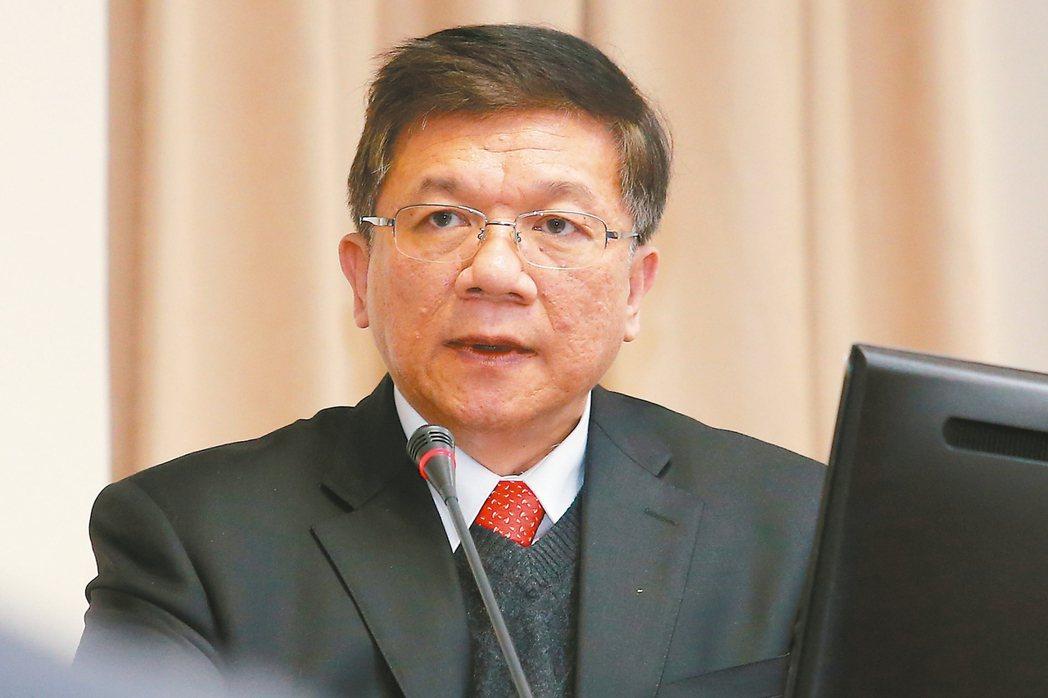 經濟部長李世光昨天在立法院分析水電,認為今夏不缺電、不跳電,5月不進入三階限水。...