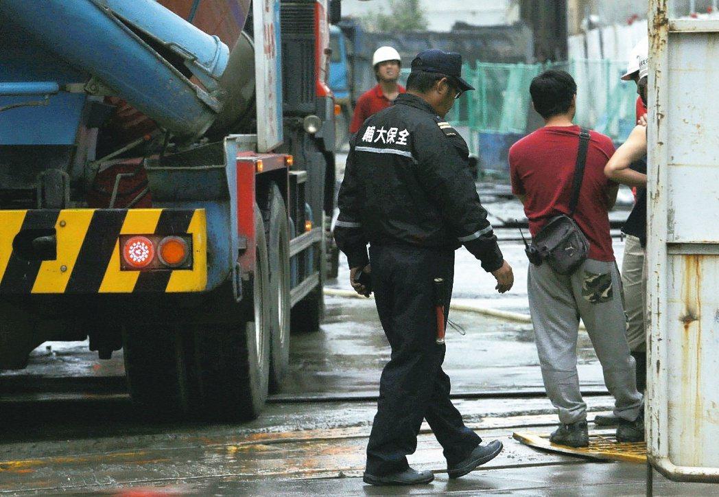 主計總處認為台灣低薪問題出在製造業外移。 聯合報系資料照