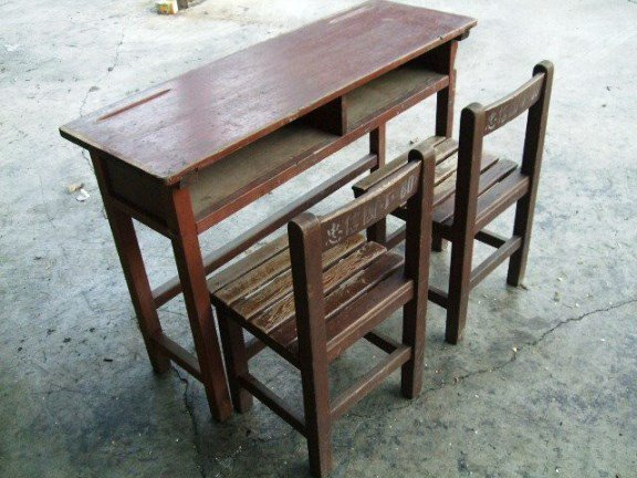 這款「國小課桌」超懷念?網笑:中間一定要劃線啊!