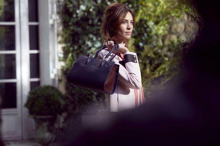 Paris Premier打破奢華的刻板印象,將最頂級的手袋轉化為時髦女性的必備...