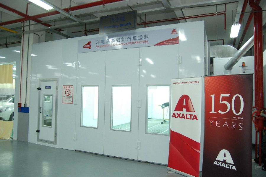 Subaru 與國際大廠艾仕得塗料(Axalta Coating Systems)合作,將使用環保水性塗料(Cromax)提供更耐久的烤漆品質。 記者林鼎智/攝影