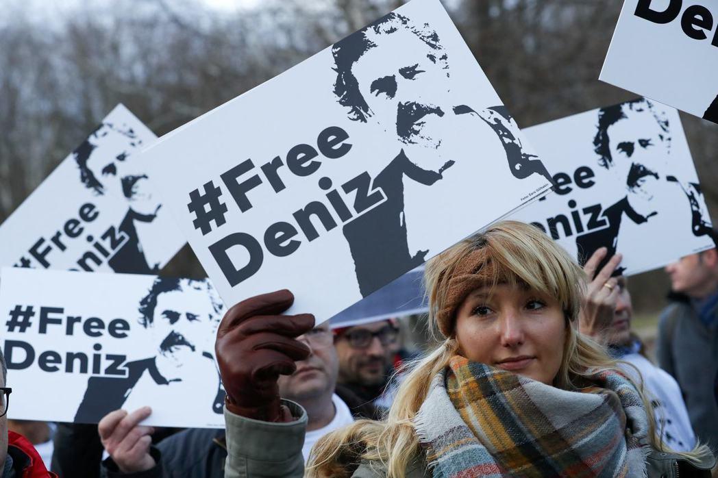 德國《世界報》的特派記者宇杰爾(Deniz Yücel)被土耳其政府以「替恐怖組...
