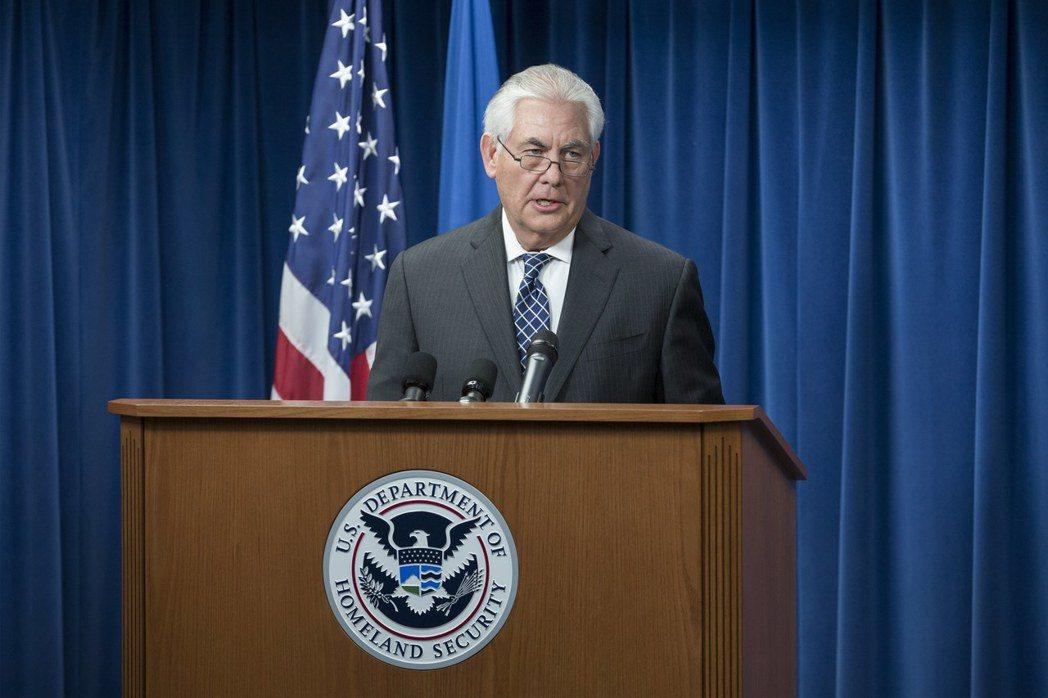 美國國務卿提勒森公布川普簽署的修正版旅遊禁令。(歐新社)