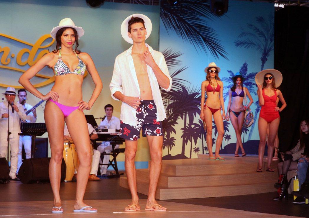 包括Voda Swim等泳裝品牌今天舉行聯合發表會,現場充滿熱帶拉丁風情。記者胡...