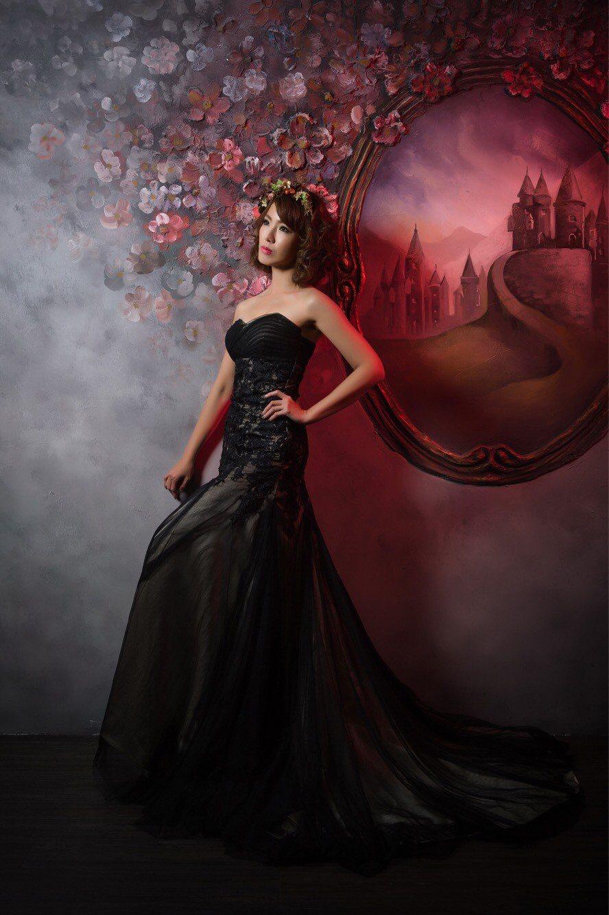 黃瑄為拍照特地減肥,婚紗照呈現不同風格。圖/民視鳳凰藝能提供