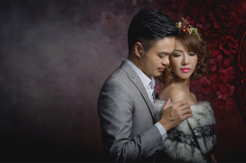 黃瑄與新加坡馬卡龍先生閃婚,老公僅露側臉十分低調神秘。圖/民視鳳凰藝能提供
