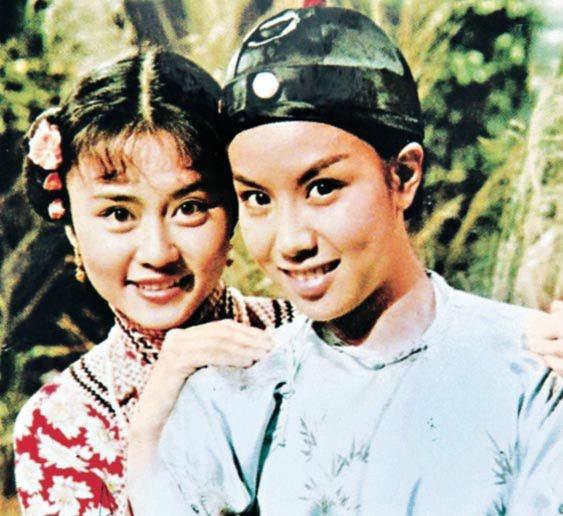 「鹿鼎記」第一版電視劇,文雪兒反串韋小寶,李通明演雙兒。圖/摘自時光網