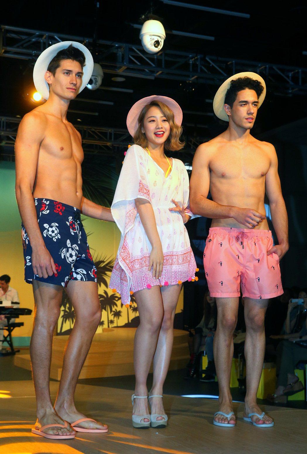 包括Voda Swim等泳裝品牌昨天舉行聯合發表會,現場充滿熱帶拉丁風情,出席發...