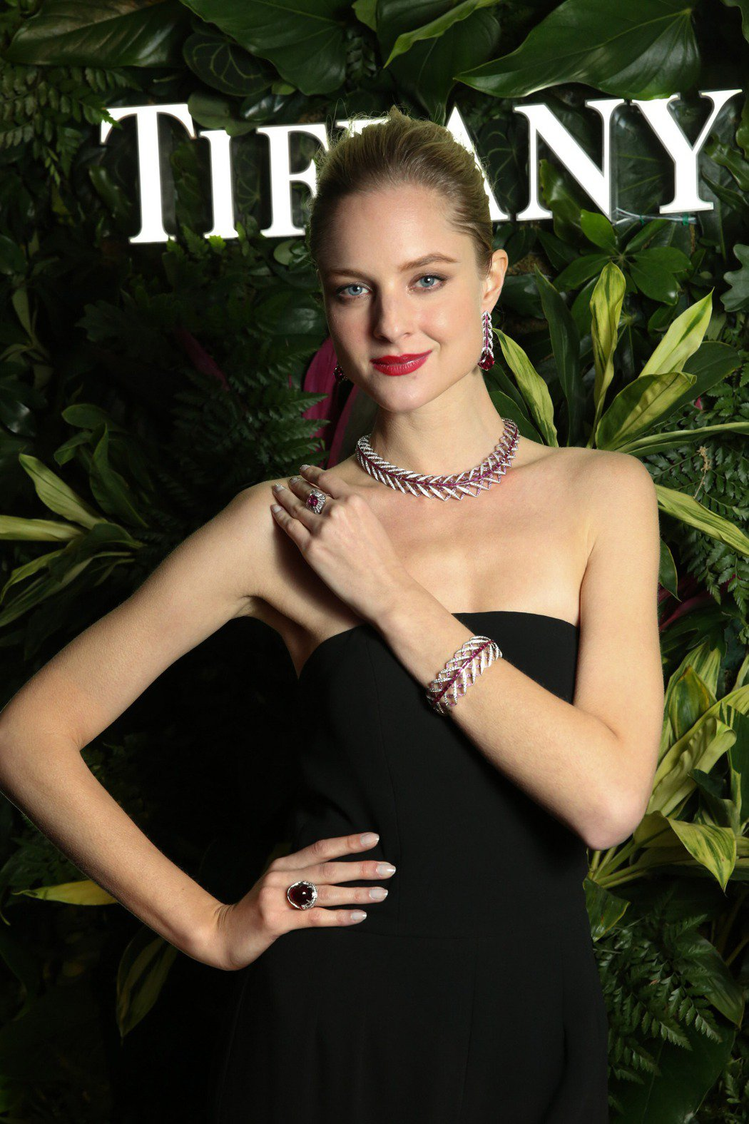 模特兒演繹Tiffany 2017 Blue Book高級珠寶系列。圖╱Tiff...