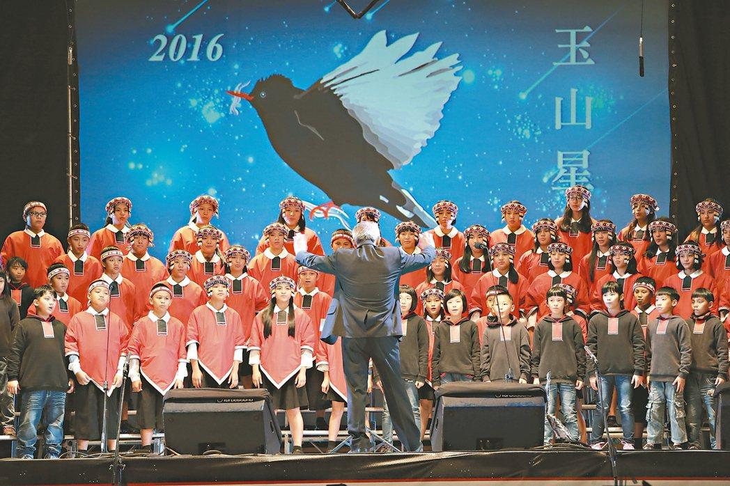 台灣原聲童聲合唱團3月11日將擔綱玉山星空音樂會。羅娜國小馬彼得這學期任滿8年,...