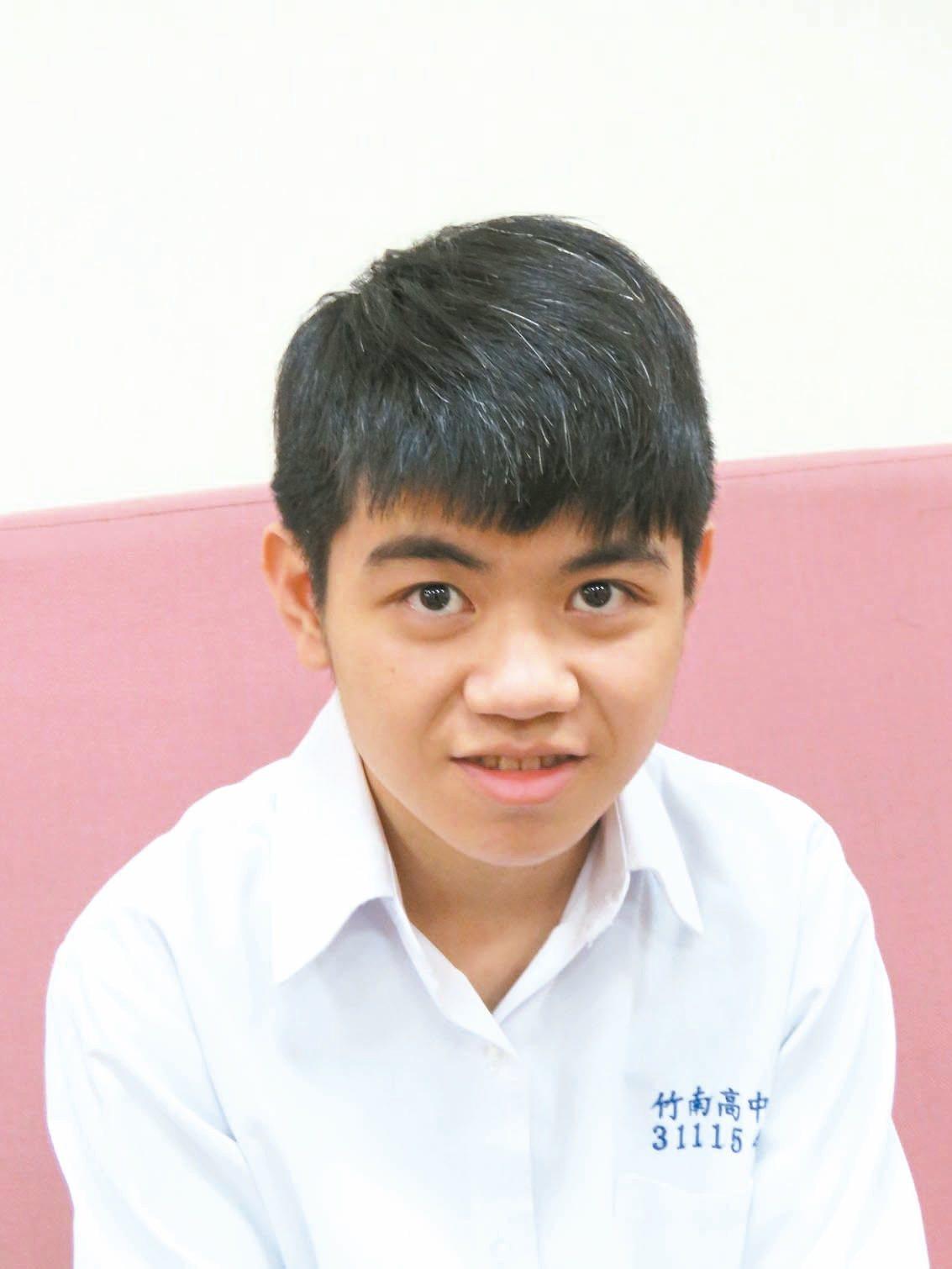 竹南高中邱仕賢,錄取政大風險管理與保險學系。 記者張弘昌/攝影