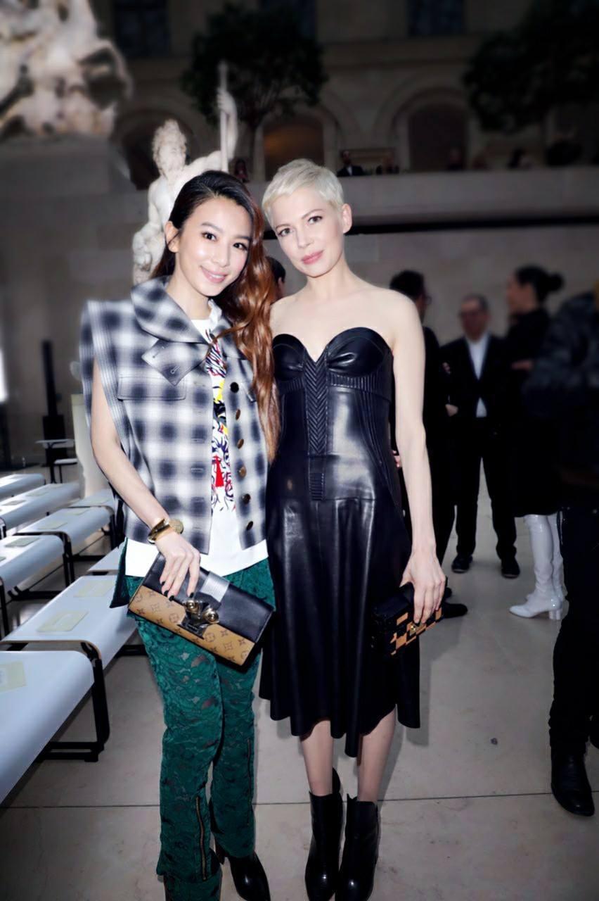 Hebe參加巴黎時裝秀。圖/摘自臉書