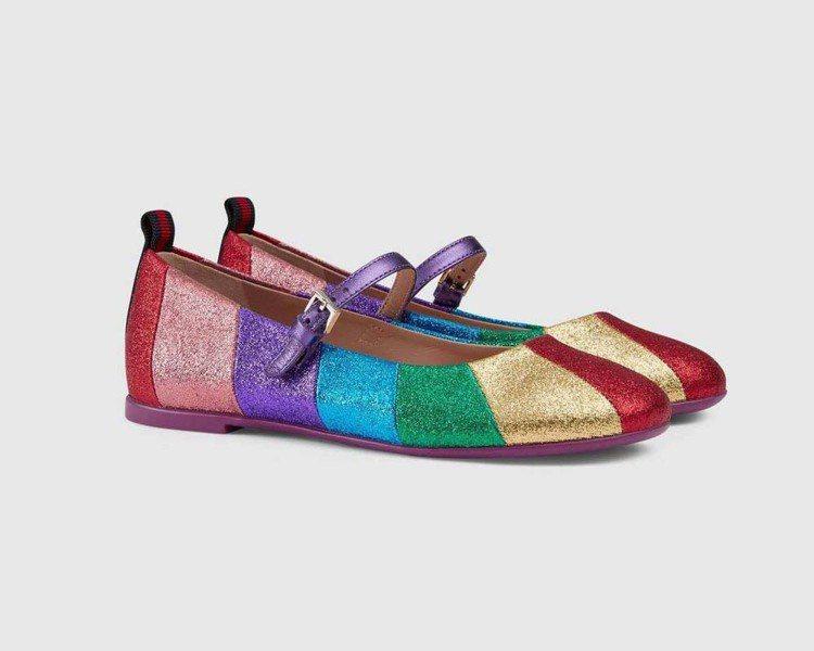 金屬色彩虹芭蕾舞鞋,13,100元。圖/Gucci提供