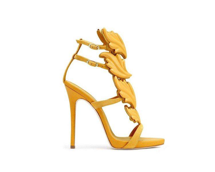 Giuseppe Zanotti高跟鞋融入巴洛克圖騰,風格典雅。圖/迪生提供