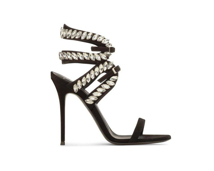 繫繩圍繞的Giuseppe Zanotti高跟鞋,讓腳型更修長。圖/迪生提供