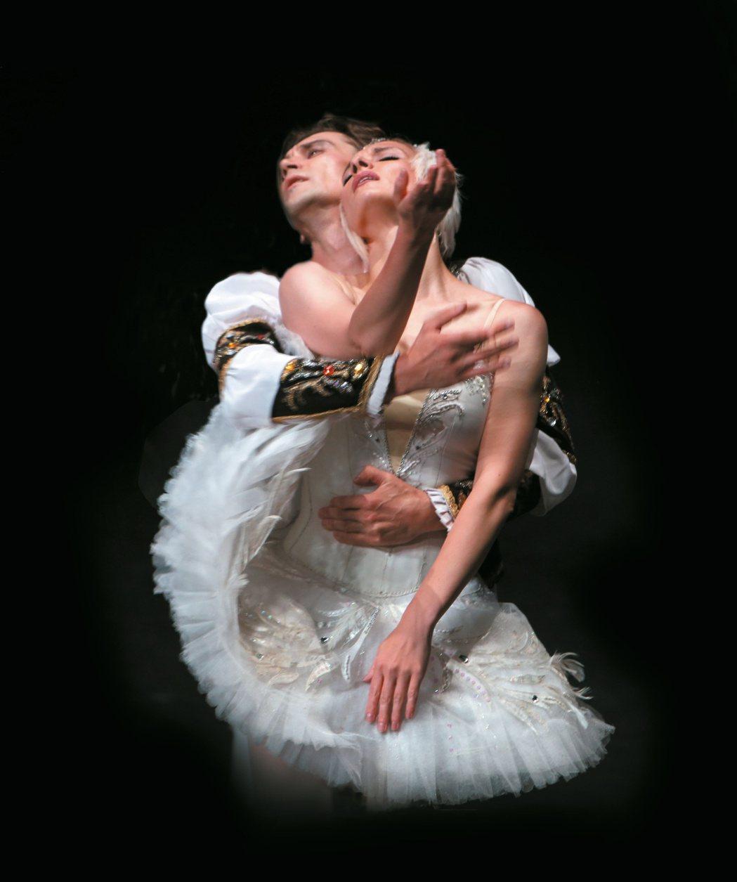 伊蓮娜.歌勒妮高娃於《天鵝湖中》飾演白天鵝奧潔塔。 圖/聯合數位文創提供