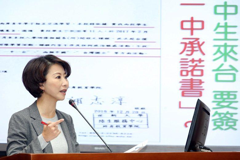 國民黨版的政治退出校園,其真意是我可以講一個中國,你不能講一中一台;校長可以在論...