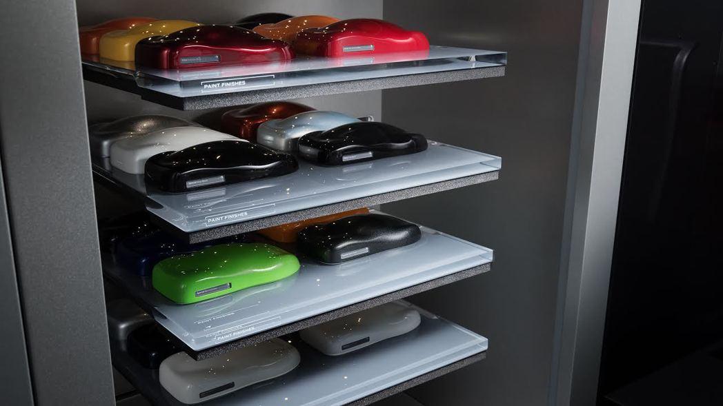 展間有品牌風格呈現的原廠精品展售,相當有質感。 McLaren提供
