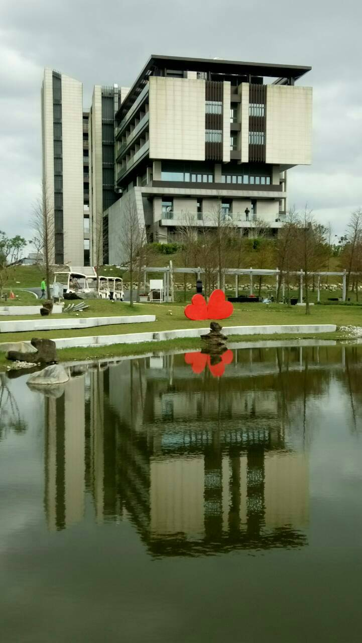 宜蘭縣綠舞莊園採低密度開發,綠樹靜水,景觀優美。 圖/讀者提供