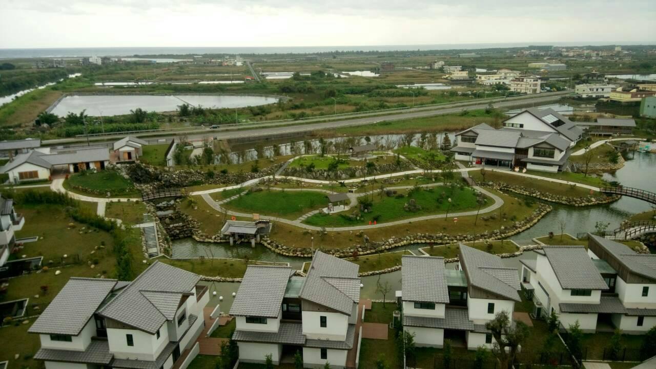 宜蘭縣綠舞莊園日式園區採低密度開發,保留大面積的綠地。 圖/讀者提供
