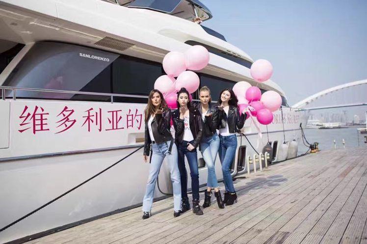 四位超模早前搭乘直升機空降上海,接著搭上郵輪拍攝唯美大片,為中國拓點造勢。圖/V...