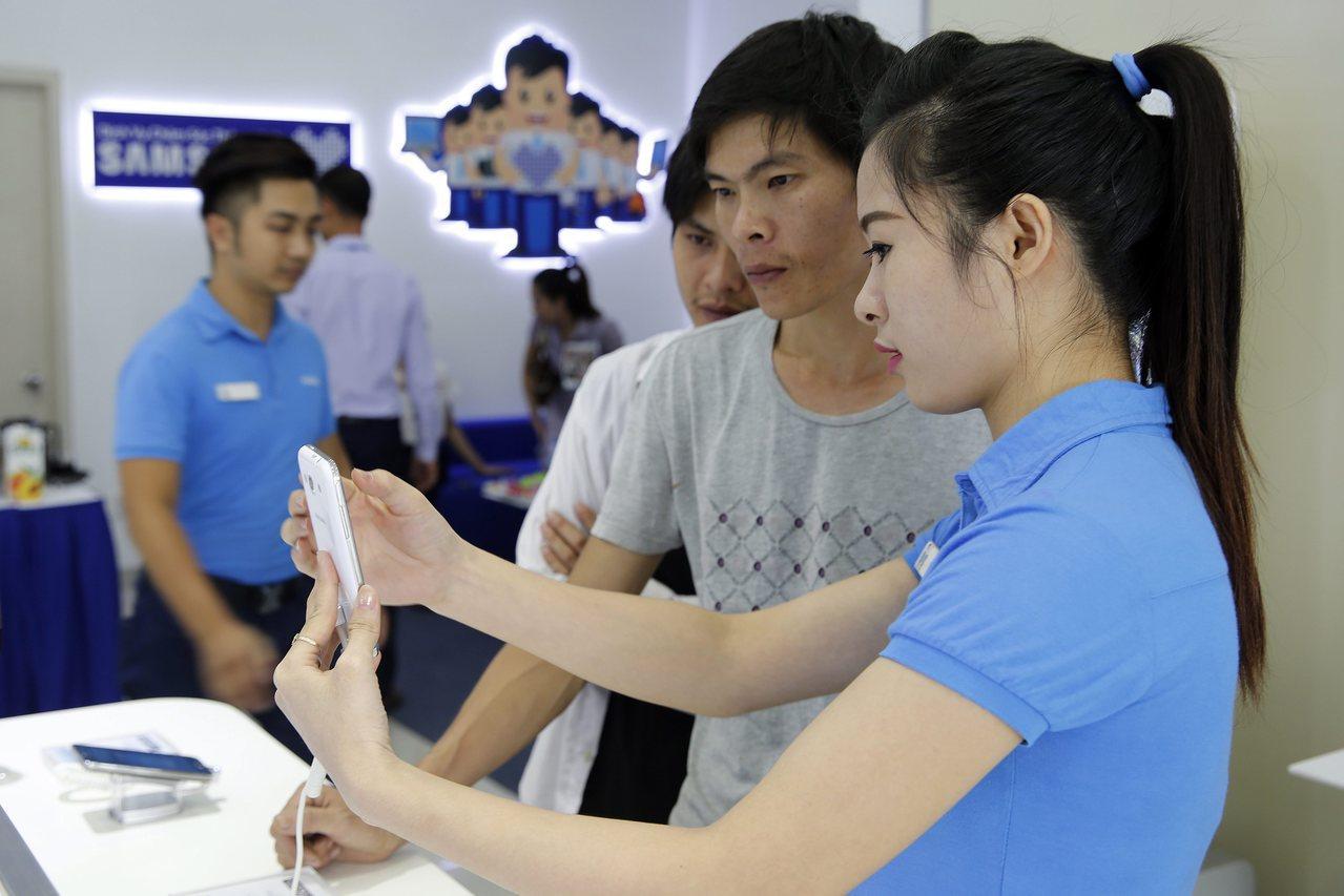 在南韓先前決定部署薩德系統後,中國接連祭出限制陸客前往南韓觀光等報復手段,如此可...
