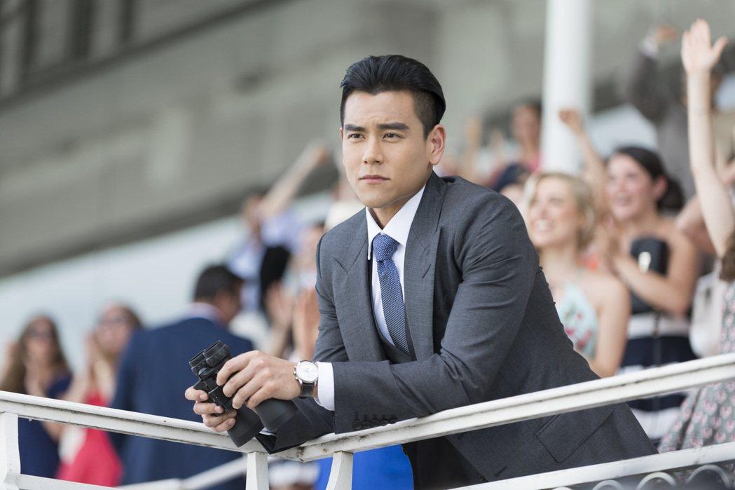 彭于晏在最新品牌電視廣告化身情聖,輕熟男魅力大爆發。圖/Longines提供