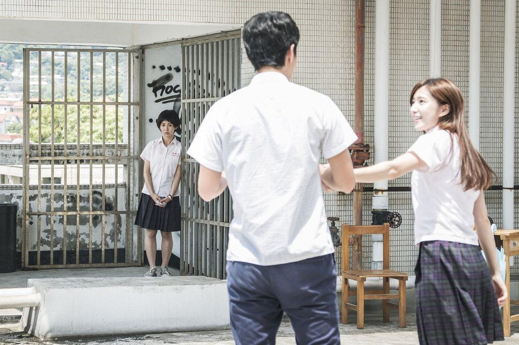 郭書瑤(左)因戲回憶起初戀曾被劈腿。圖/HBO Asia提供