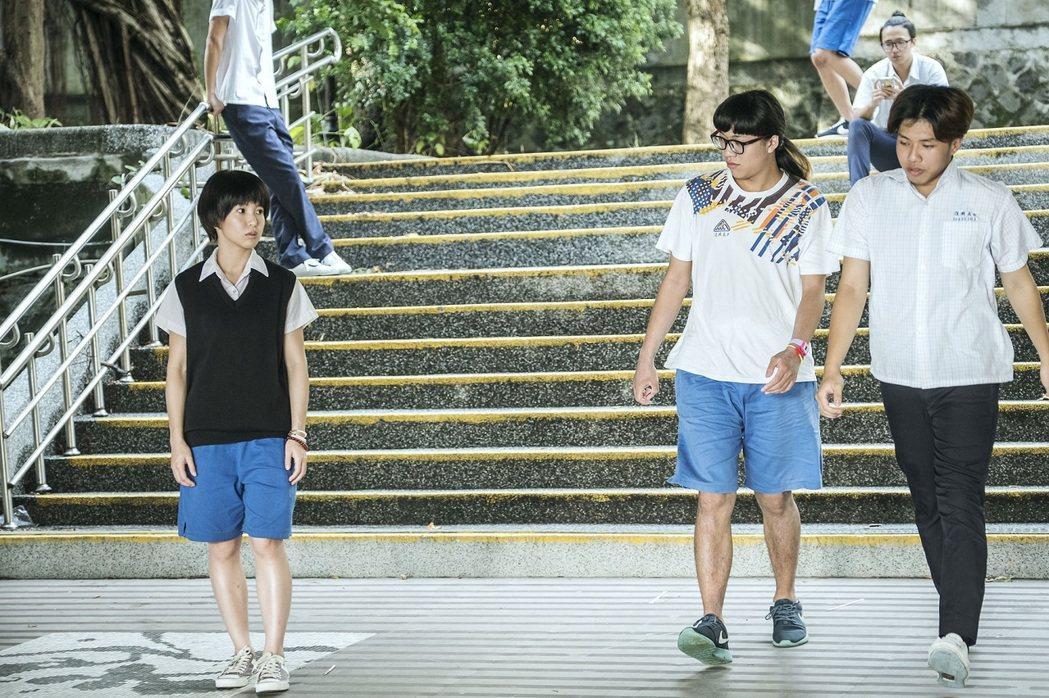 郭書瑤(左)在「通靈少女」中因陰陽眼被同學排擠。圖/HBO Asia提供