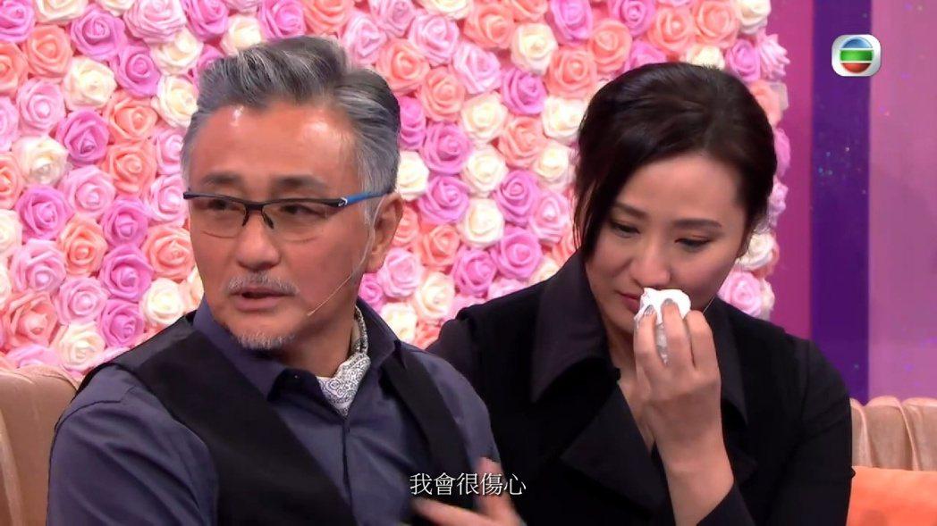 吳岱融上節目談夫妻相處,鍾淑慧感動落淚。圖/摘自hk01
