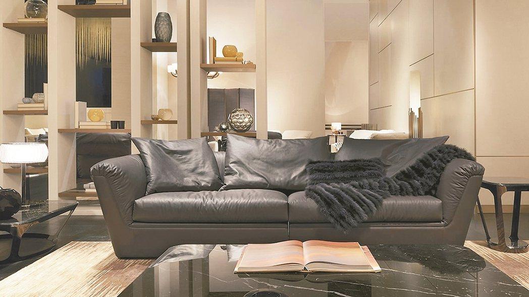 沙發體有著建築式架構,保有隱私,同時有高椅背High Sofa可做選擇。整體...