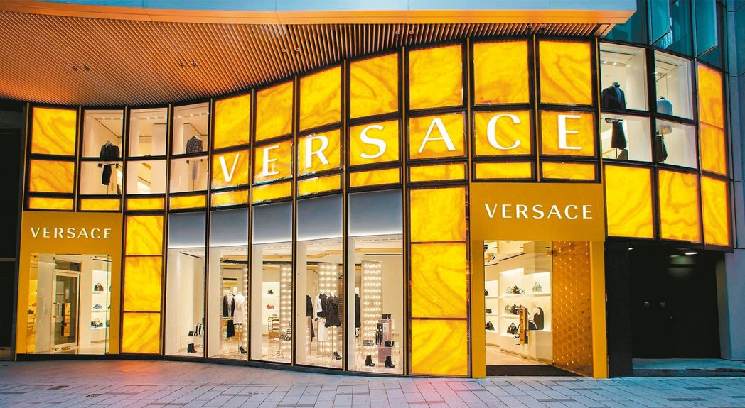 Versace香港中環旗艦店外觀。 圖/Versace提供