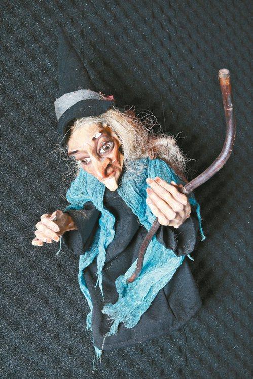 從捷克帶回來的巫婆提線魁儡。 記者蘇健忠/攝影